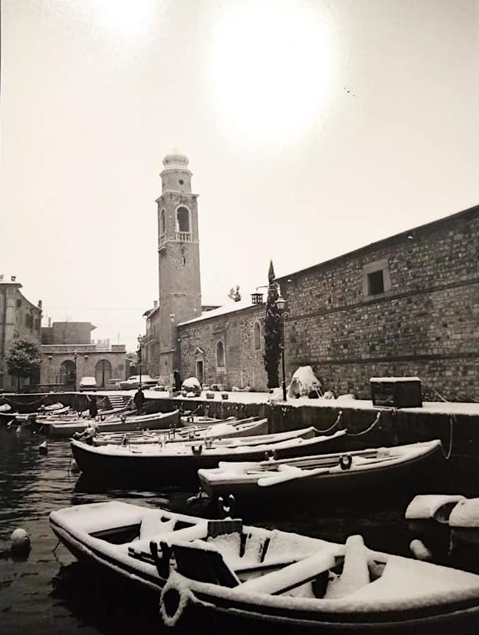 Il porto vecchio di Lazise in inverno