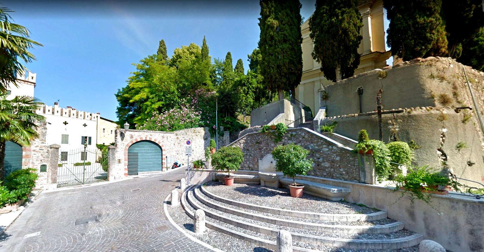 Colà - Piazzale della chiesa
